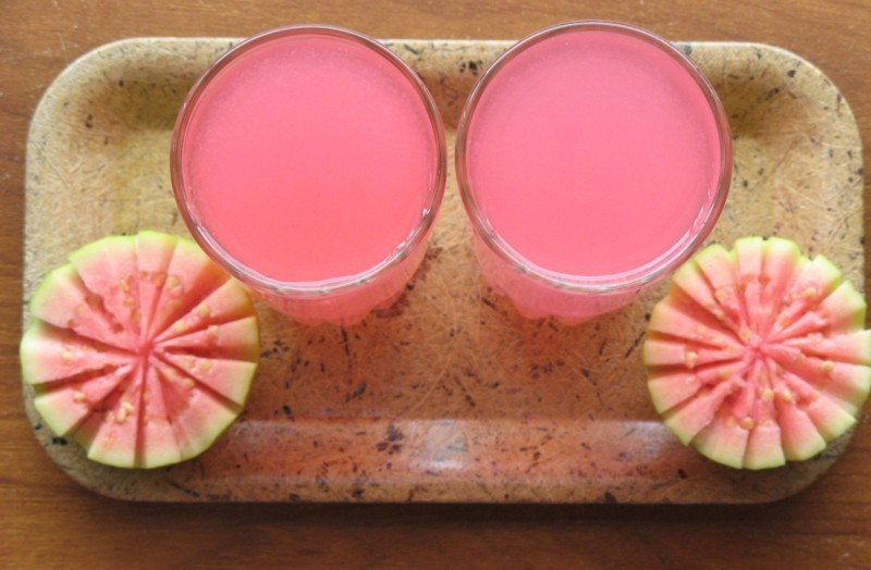 Drinking-guava-juice-is-beneficial-for-health